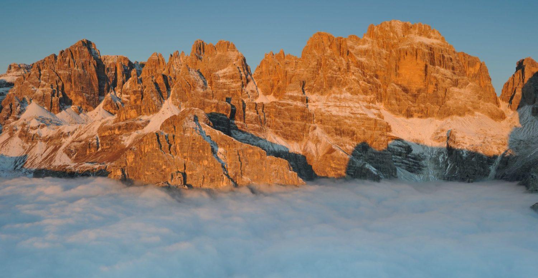 Alba sopra le nubi